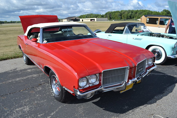 Classic/Carver Wings and Wheels Car/Airplane Show