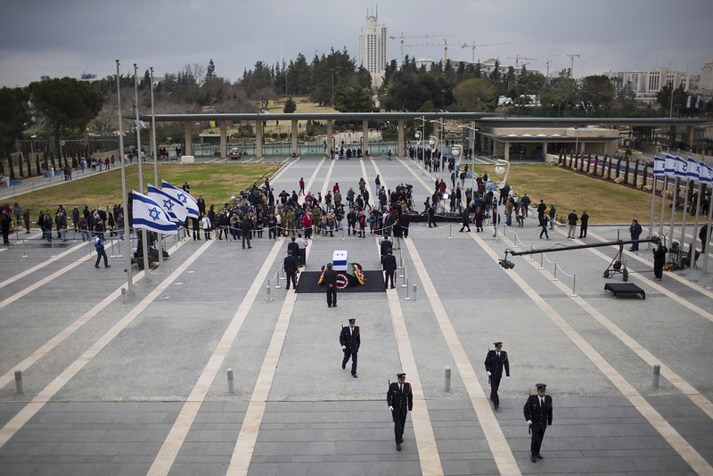 . People gather as former Israeli Prime Minister Ariel Sharon lies in state at Knesset Plaza on January 12, 2014 in Jerusalem, Israel.(Photo by Uriel Sinai/Getty Images)