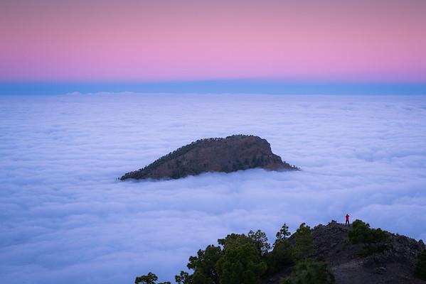 Amanecer sobre el mar de nubes en la Punta de Los Roques.