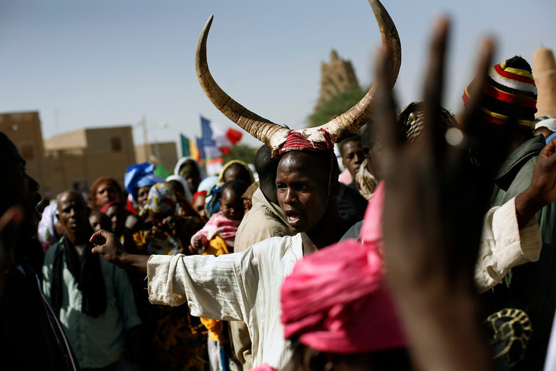 . Well-wishers gather to greet French President Francois Hollande during his two-hour-long visit to Timbuktu, Mali, Saturday Feb. 2, 2013. (AP Photo/Jerome Delay)