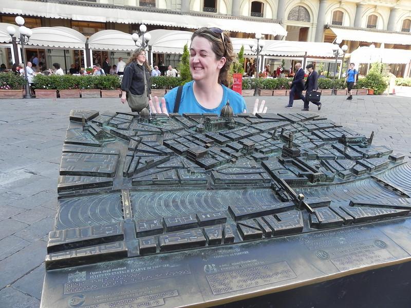 Allison in Piazza della Repubblica.jpg