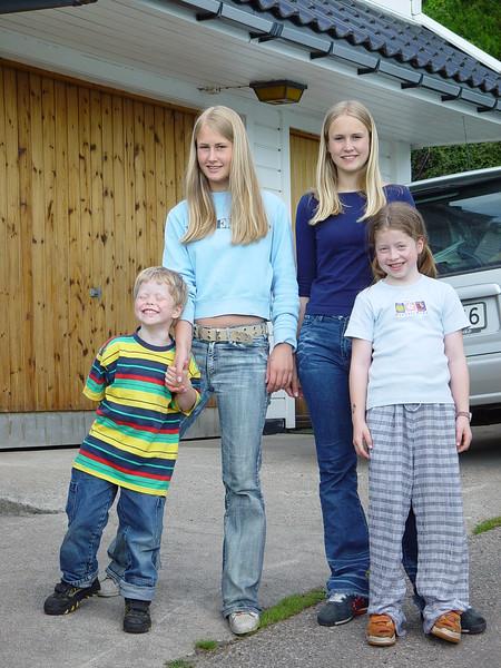 Karine Vibeke Amalie og Johannes mai 2002.JPG