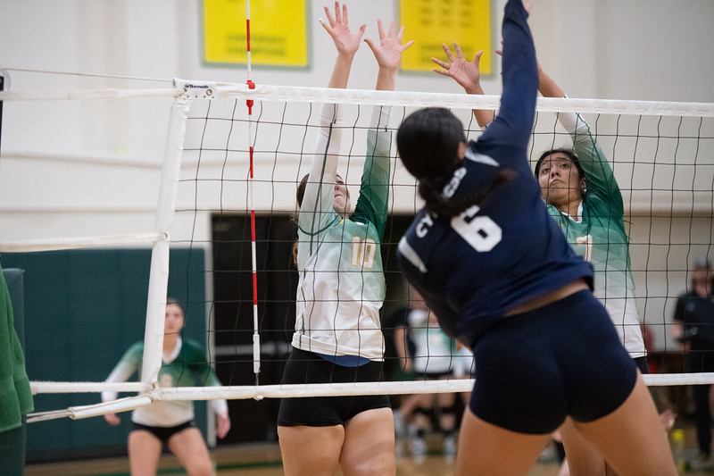 W-Volleyball-2018-10-03-6554.jpg