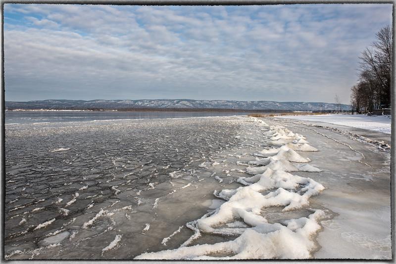 Frozen Waves on Ottawa River