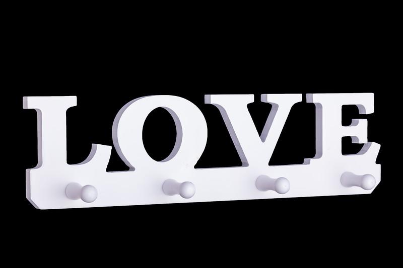 """KOODO-73330קולב """"LOVE"""" לבן"""