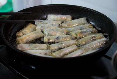 frying shrimp spring rolls