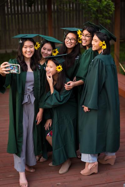 20200521_sarah-friends-connally-graduation_093.jpg
