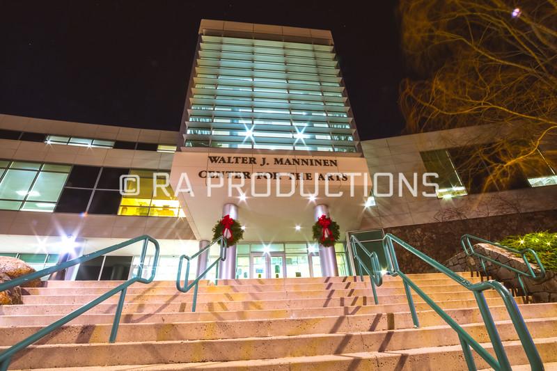 12042018_RAC_Campus-Wreaths-28.jpg