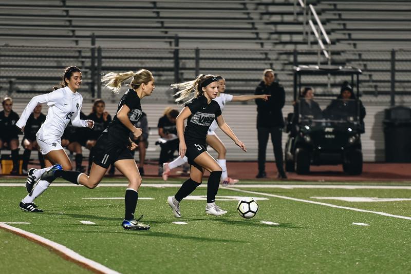 SoccerGirlsVarsity_Jan18_ElainaEich0004.jpg