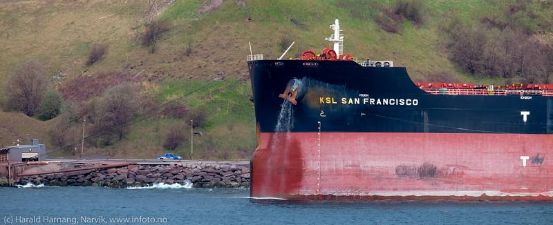 Malmskipet San Francisco. dwt: 181066 t, 292 m × 45.05 m, byggeår: 2014, laster ved kai 5 . 13. mai 2016