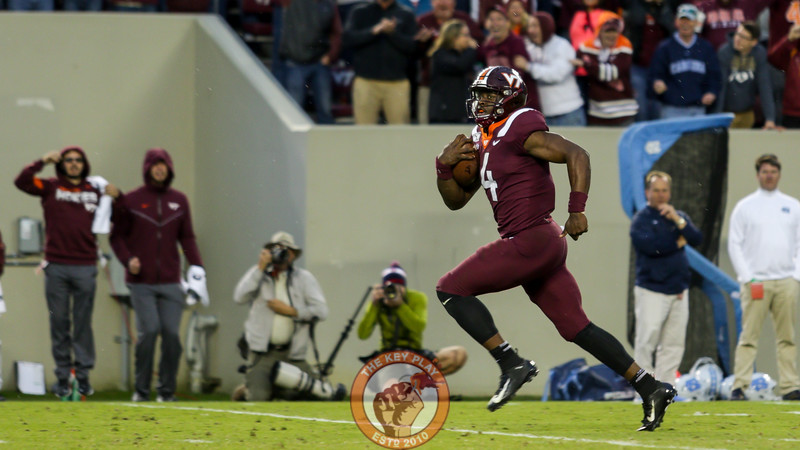 QB Quincy Patterson keeps the ball to score a 53 yard touchdown in the 3rd quarter. (Mark Umansky/TheKeyPlay.com)