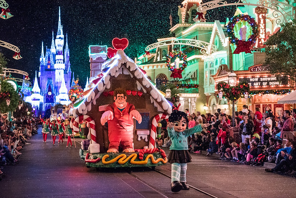 Christmas - Parade and Performance