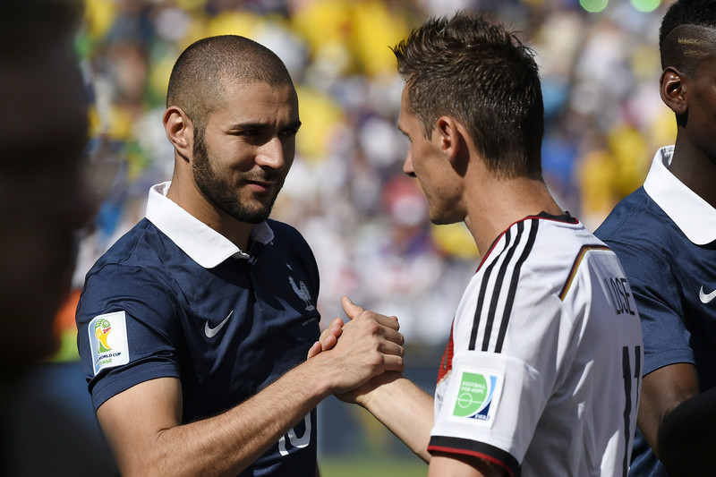 . France\'s forward Karim Benzema (L) and Germany\'s forward Miroslav Klose shake hands prior to the quarter-final football match between France and Germany at the Maracana Stadium in Rio de Janeiro during the 2014 FIFA World Cup on July 4, 2014. (FRANCK FIFE/AFP/Getty Images)