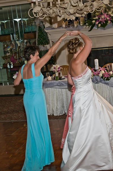 179 Mo Reception - Heather & Sharon Dancing.jpg