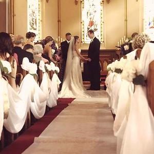 21190 Church wedding setting