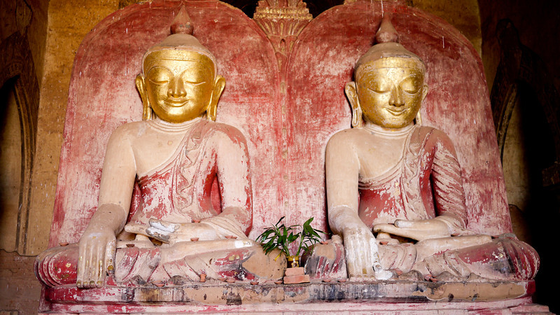 Twin buddha images with beatific smiles at Dhammayangyi Pahto temple in Bagan, Burma (Myanmar)