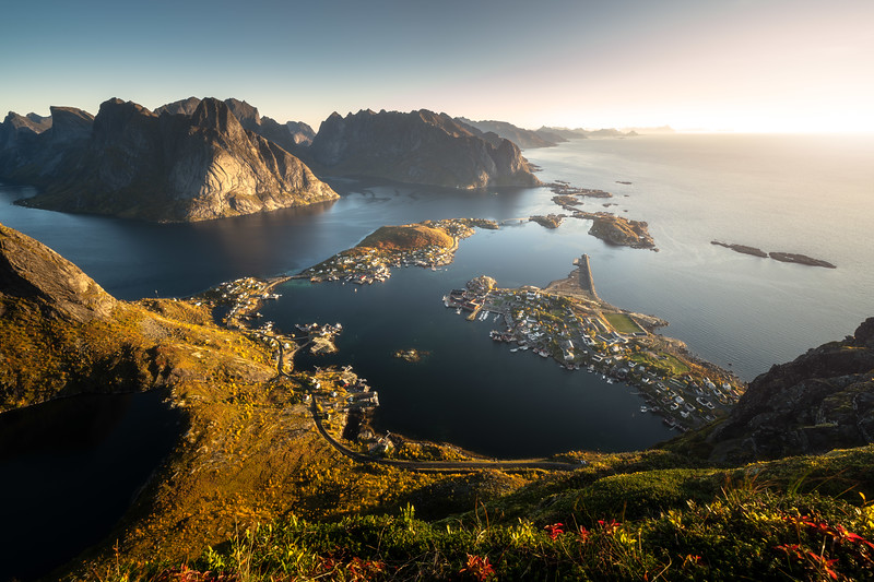 Reinebringen 2 person hike hiking norway lofoten reine view sunrise landscape photography.jpg