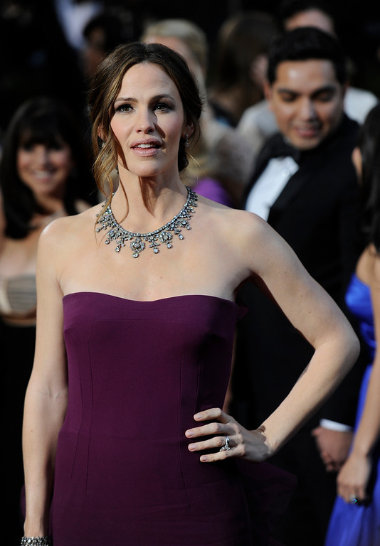 . Jennifer Garner arrives at the 85th Academy Awards at the Dolby Theatre in Los Angeles, California on Sunday Feb. 24, 2013 ( Hans Gutknecht, staff photographer)