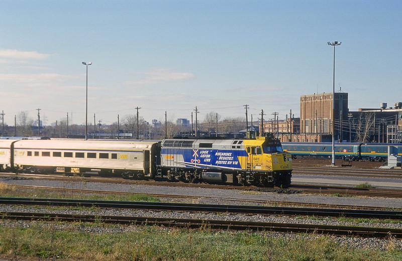 VIA F40PH-2 6411 in Pointe Saint Charles.