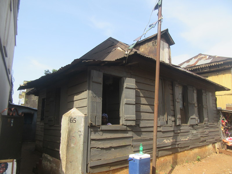 012_Freetown. Clin Town. Fourah Bay Road. Kriots House (first settlers). Wood Construction. 100-200 years-old.JPG