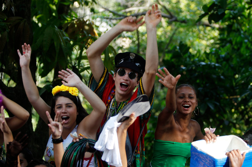 . Revellers sing during the annual block party known as \'Carmelitas\', one of the many carnival parties to take place in the neighbourhoods of Rio de Janeiro, February 8, 2013. REUTERS/Pilar Olivares