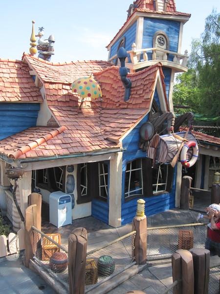 2014.10.21 - Disneyland. Donald Duck's house.