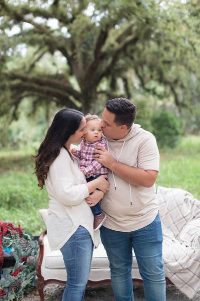 Holiday Minis- Acosta Family-76.jpg