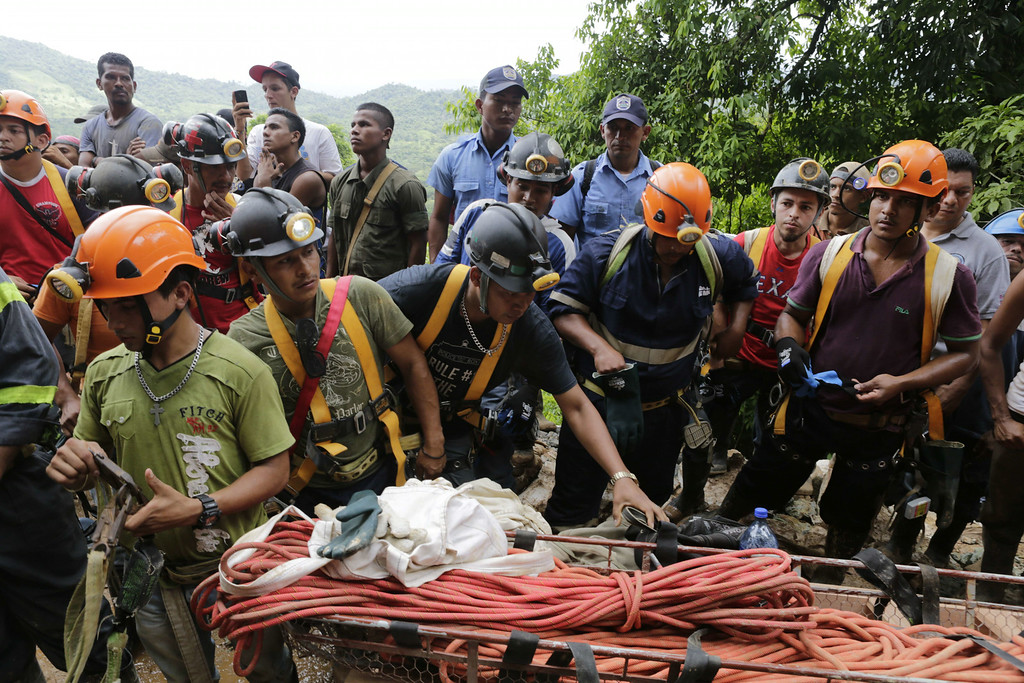 """. Miners help rescuers in their attempt to reach a group of fellow miners trapped in a gold mine in the community of El Comal, near Bonanza in northeastern Nicaragua, on August 29, 2014. At least 20 miners are trapped alive deep underground after an informal gold mine collapsed in northeastern Nicaragua, presidential spokeswoman Rosario Murillo said Friday. \""""We have identified 20 comrades who are alive,\"""" Murillo said, adding there were 28 miners working in the shaft 800 meters (2,600 feet) underground when the cave-in happened Thursday. Two miners have managed to dig their way out. Inti Ocon/AFP/Getty Images"""