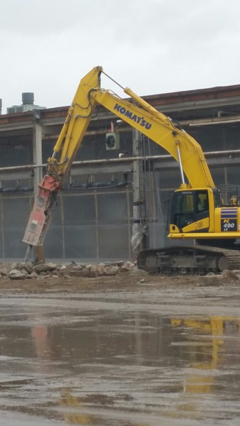NPK GH18 hydraulic hammer on Komatsu PC490LC excavator .jpg