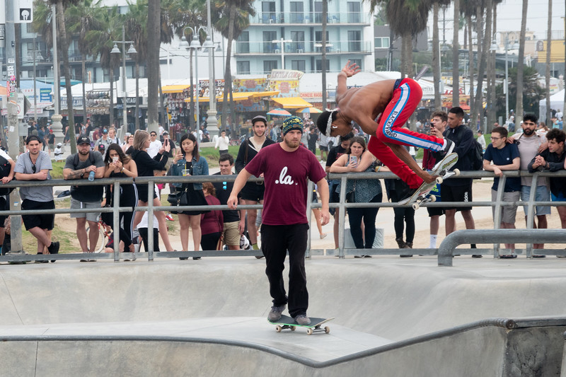 A local skateboard struts his stuff in the Venice Beach skate park
