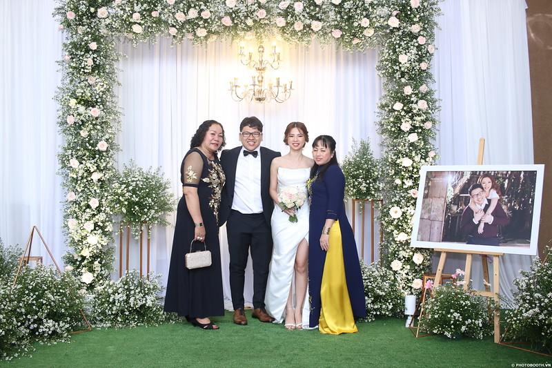 Vy-Cuong-wedding-instant-print-photo-booth-in-Bien-Hoa-Chup-hinh-lay-lien-Tiec-cuoi-tai-Bien-Hoa-WefieBox-Photobooth-Vietnam-106.jpg