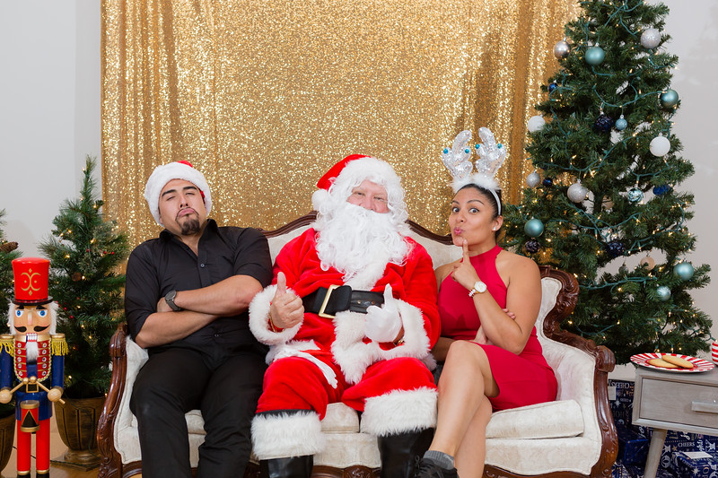 FADS Picture with Santa-385.jpg