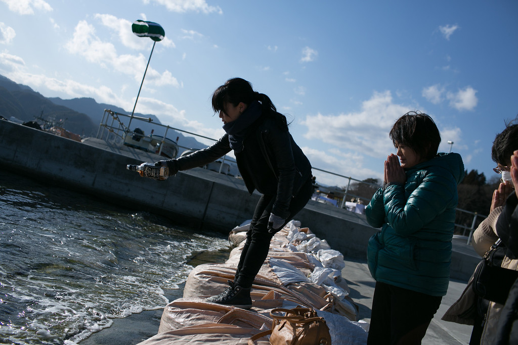 . Nanako Koshita spills whisky into the sea for her father, who is still missing on March 11, 2013 in Ootsuti, Iwate prefecture, Japan.  On March 11 Japan commemorates the second anniversary of the magnitude 9.0 earthquake and tsunami that claimed more than 18,000 lives.  (Photo by Ken Ishii/Getty Images)