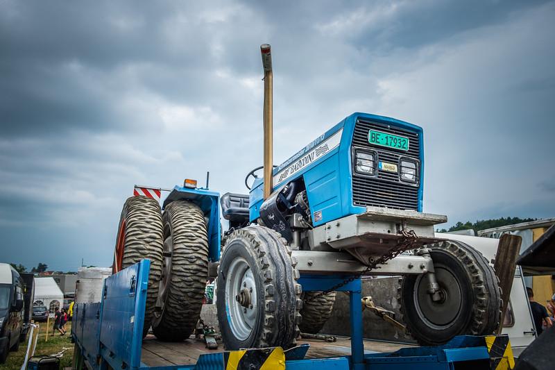 Tractor Pulling 2015 XE2-2571.jpg