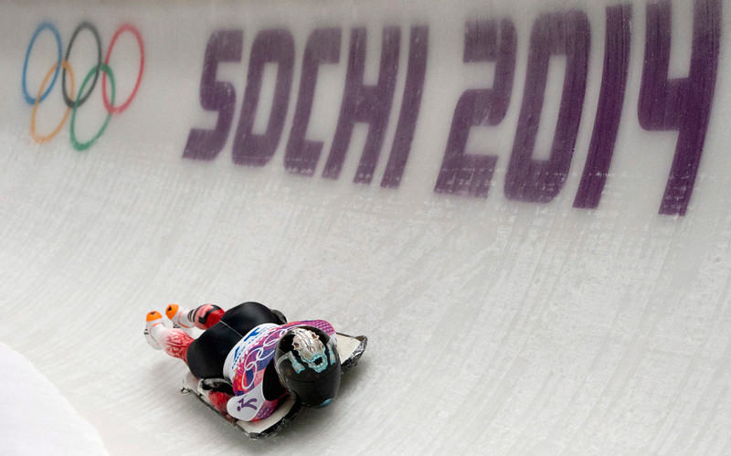 . Mellisa Hollingsworth, of Canada,  races down the track during the third heat of the women\'s skeleton competition at the 2014 Winter Olympics, Friday, Feb. 14, 2014, in Krasnaya Polyana, Russia. (AP Photo/The Canadian Press, Jonathan Hayward)