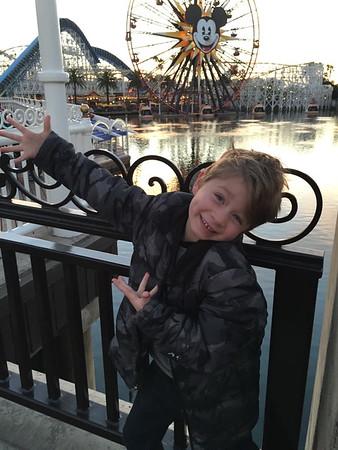 15-12-25 Ty, Whit, & Kids at Disneyland