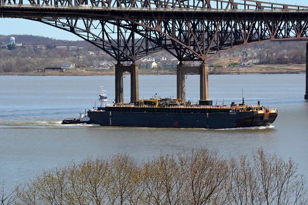 Amberjack  4/19/15  10:11 hd hrs pushing Pacific at Newburgh - Beacon