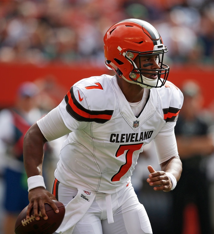 . Cleveland Browns quarterback DeShone Kizer looks for a receiver during the first half of an NFL football game against the New York Jets, Sunday, Oct. 8, 2017, in Cleveland. (AP Photo/Ron Schwane)