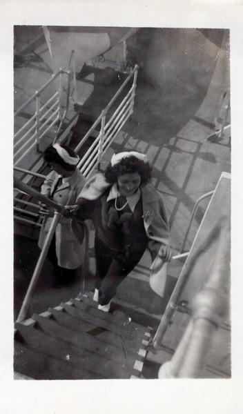 1942 Vivian and Clara.jpeg