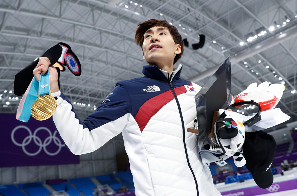 . Gold medalist Lee Seung-hoon of South Korea celebrates with his gold medal after the men\'s mass start speedskating race at the Gangneung Oval at the 2018 Winter Olympics in Gangneung, South Korea, Saturday, Feb. 24, 2018. (AP Photo/John Locher)