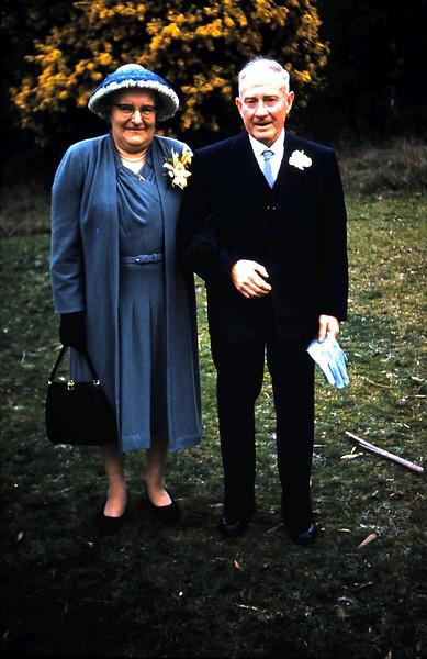 1961-8-19 (35) Mum & Dad.JPG