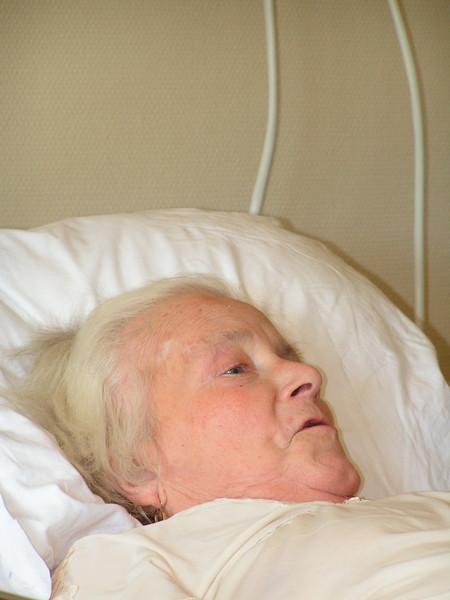 Mijn moeder, 83 jaar: Rust-en verzorgingstehuis Ter Linde, Vilvoorde Oorzaak: Dement, kan thuis niet meer verzorgd worden, door mijn vader, 84 jaar, ze krijgt ook nog sonde-voeding omdat ze niet wil eten.