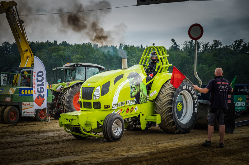 Tractor Pulling 2015 XE2-2615.jpg