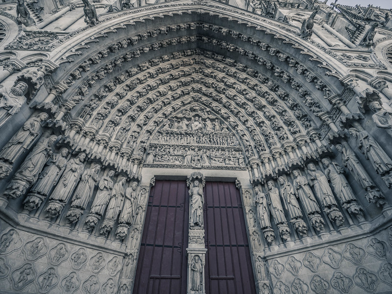 Entry door Ameins Cathedral