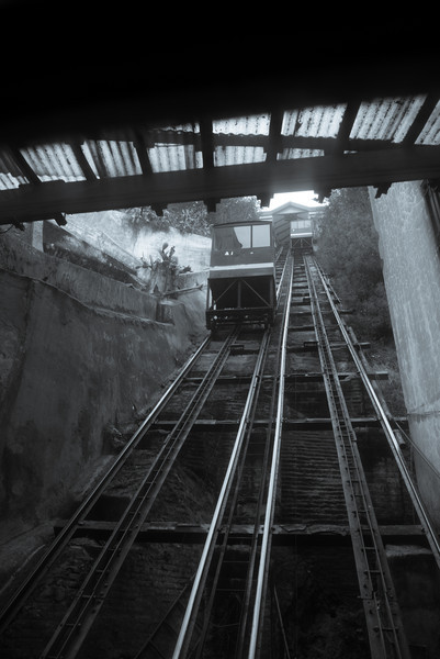 looking up the ascensor