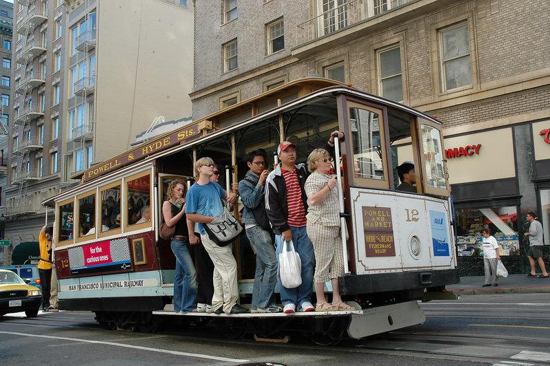 載滿觀光客的cable car