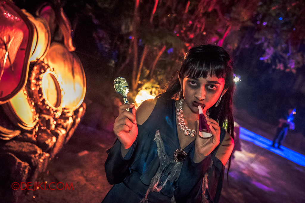 Halloween Horror Nights 7 Review - Happy Horror Days scare zone / Happy New Year