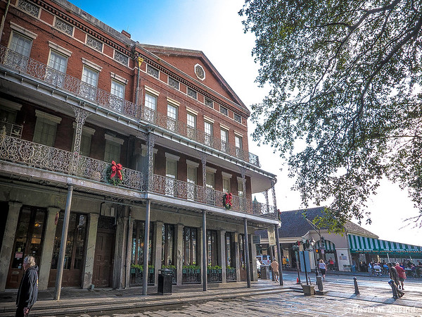 New Orleans: An Intimate Journey Through an Extraordinary City