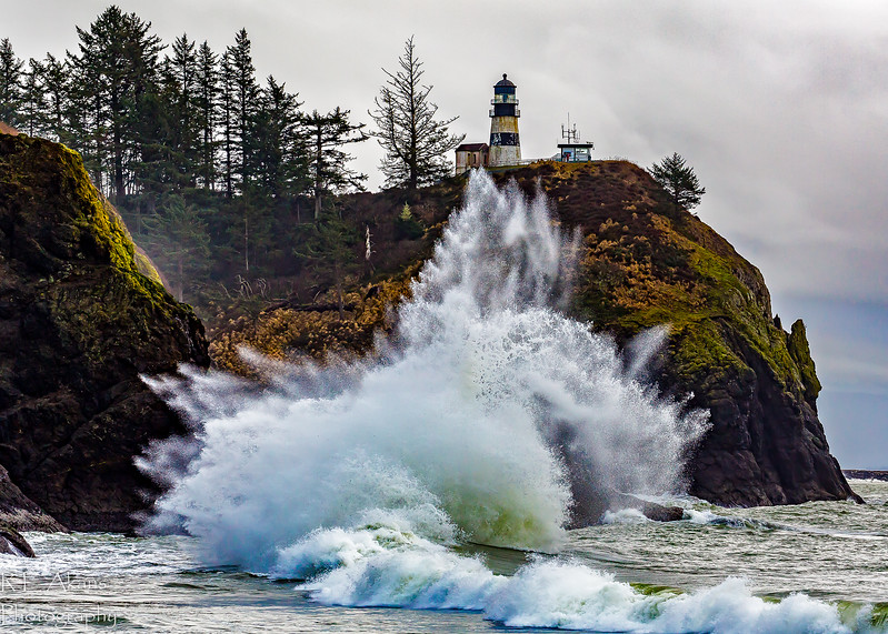 Cape Disappointment Waves 9821 (1 of 1).jpg