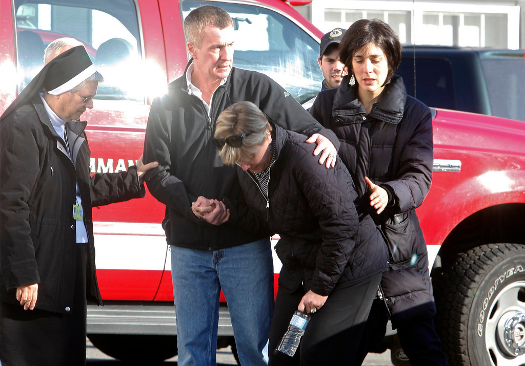 . Relatives react outside Sandy Hook Elementary School following a shooting in Newtown, Connecticut, December 14, 2012. At least 27 people, including 18 children, were killed on Friday when at least one shooter opened fire at an elementary school in Newtown, Connecticut, CBS News reported, citing unnamed officials.  REUTERS/Michelle McLoughlin